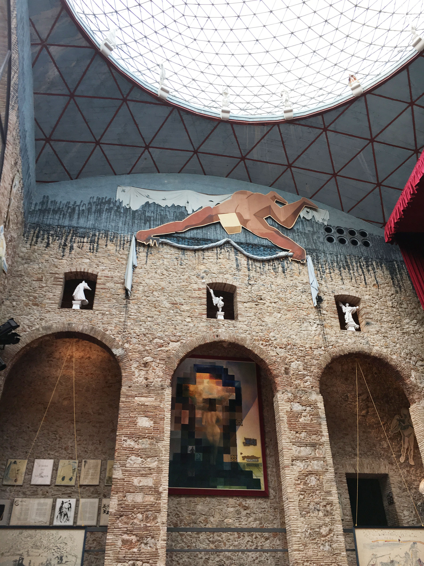 Day trip from Barcelona - Dali museum in Figueres #daytripfrombarcelona #dalimuseum #figueres